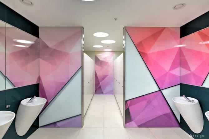 עיצוב גרפי לקירות שירותי נשים